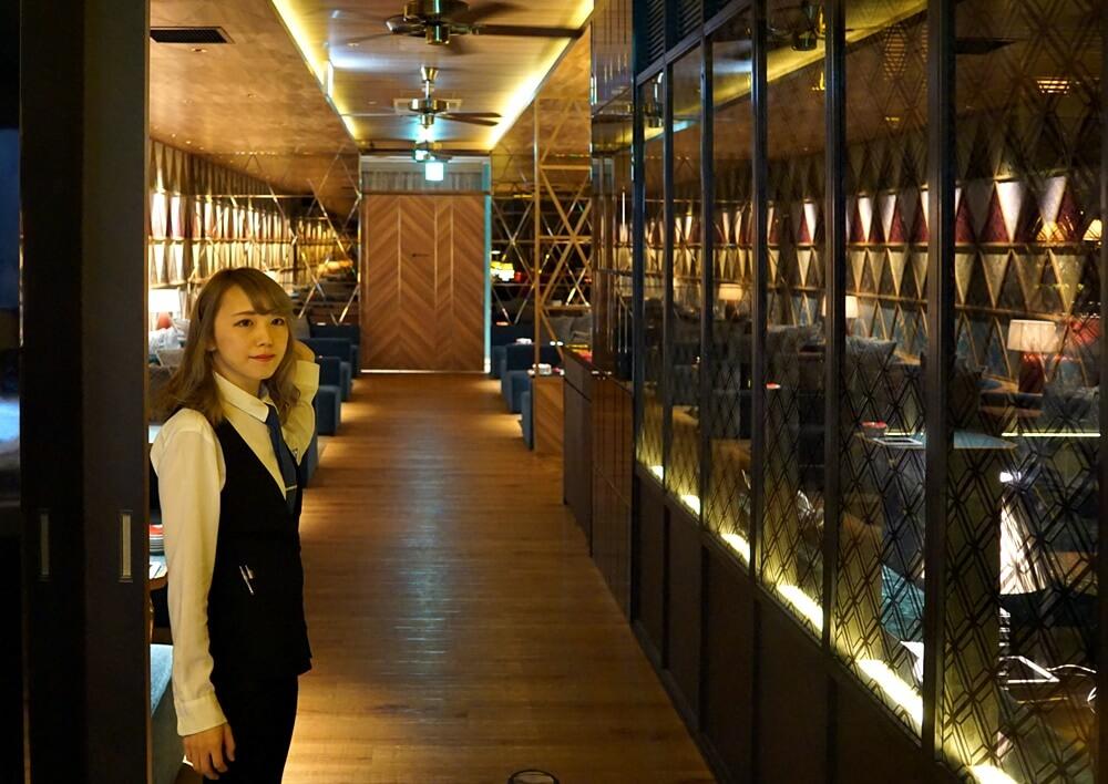 オリエンタルラウンジ町田店に入ったところの写真