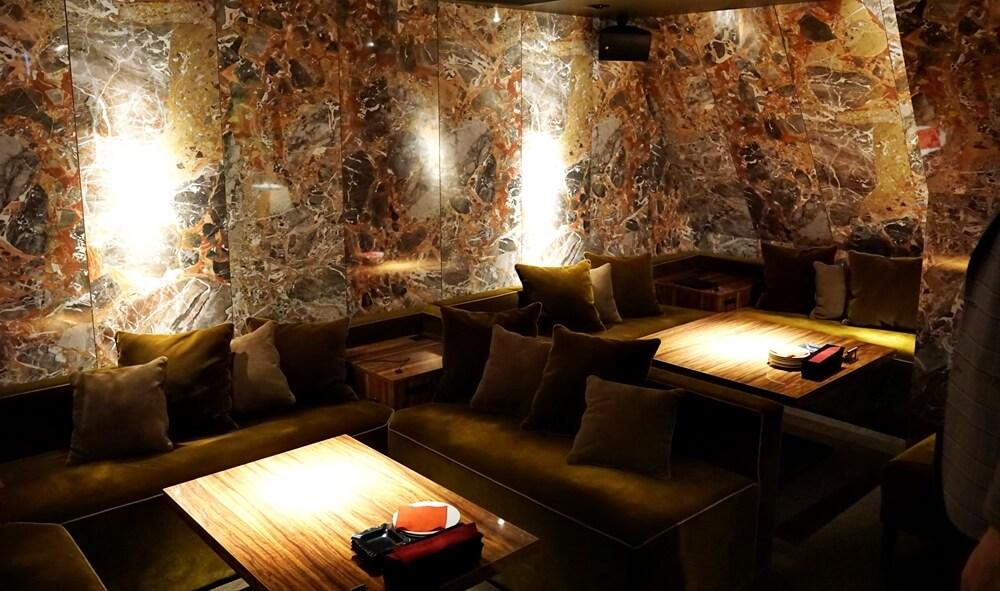 2万円の大理石風VIPルーム