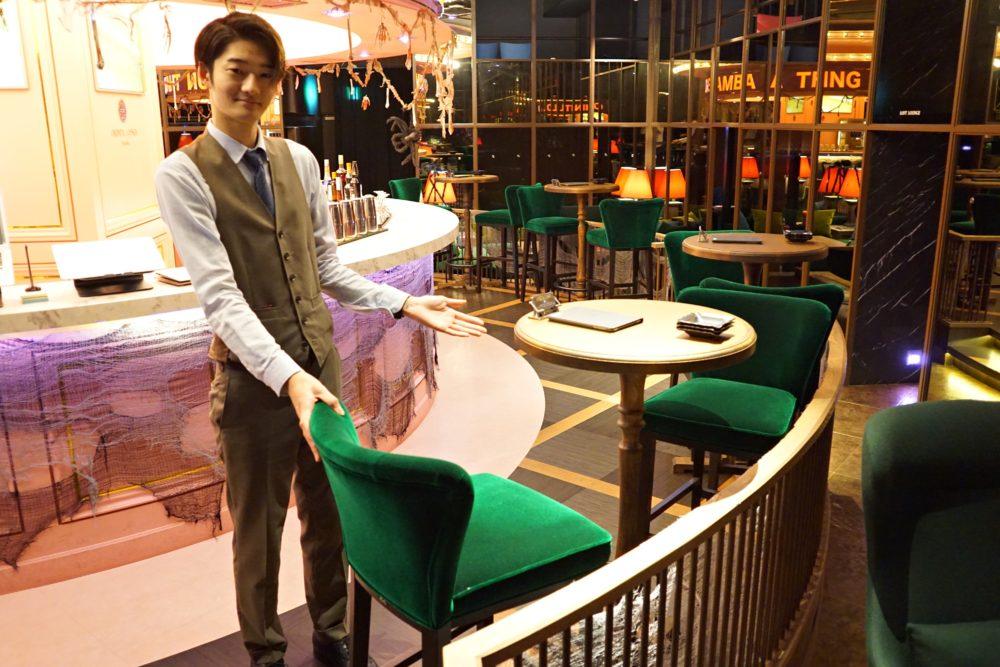 お一人様用テーブル席。こっちは目立ちそう(笑)<br>でもこのあと、お客さんが入ってきてお一人様同士の相席も見ましたが、みんな周りの目は気にしてなかったです。